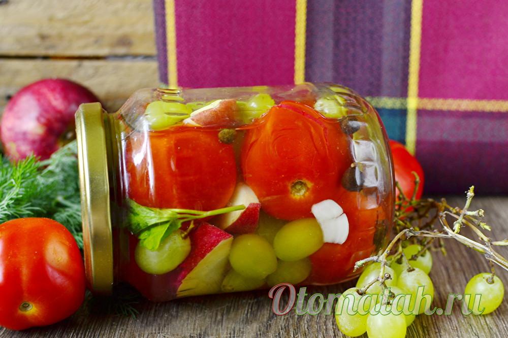 Ассорти из помидор с виноградом