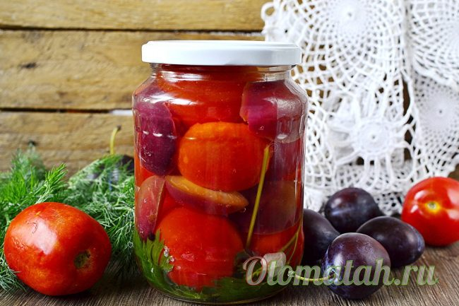 ассорти из помидор и слив