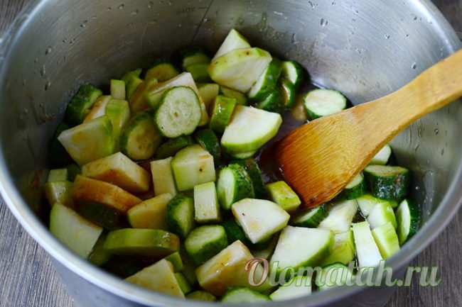 настаиваем будущий салат