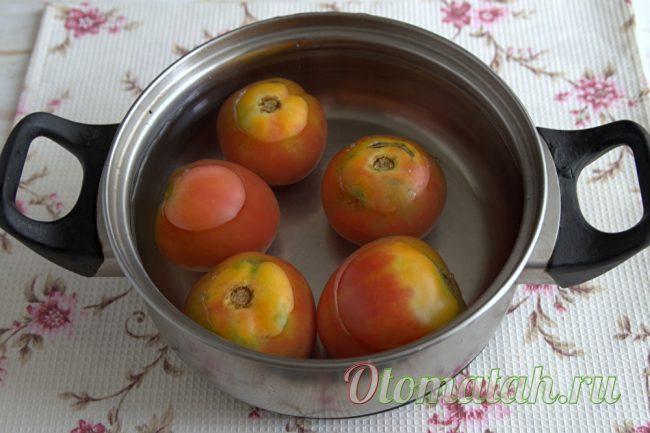 помидоры в кастрюле