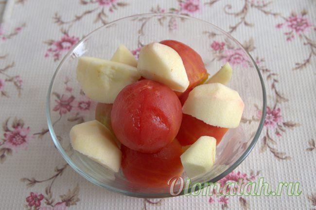 очищенные томаты и лук