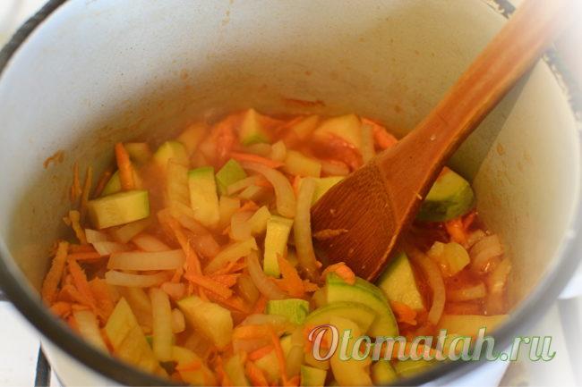 положить овощи в маринад