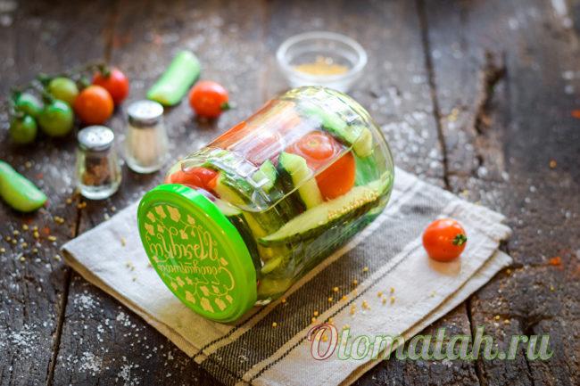 маринованные овощи в ассорти