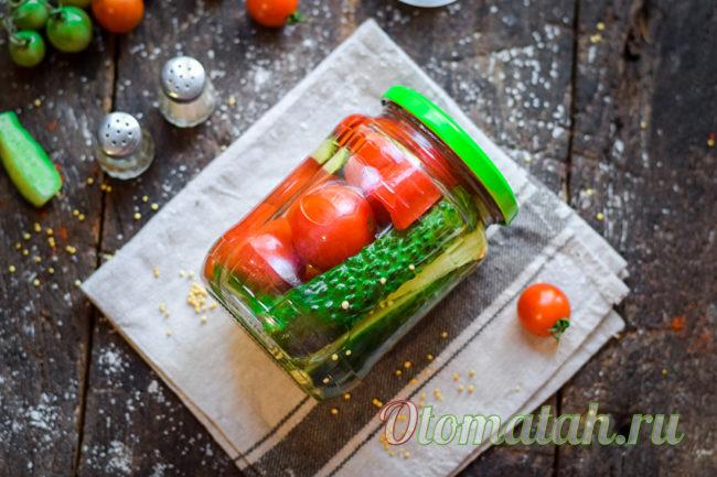 баночка замаринованных овощей