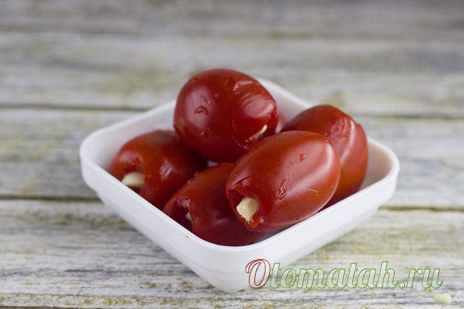чеснок в томатах