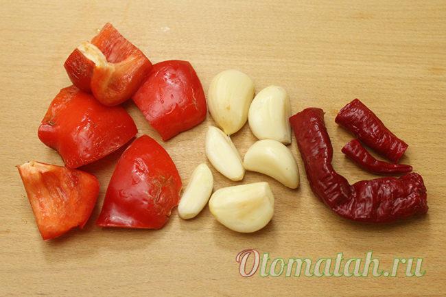 перец, чеснок и аджика