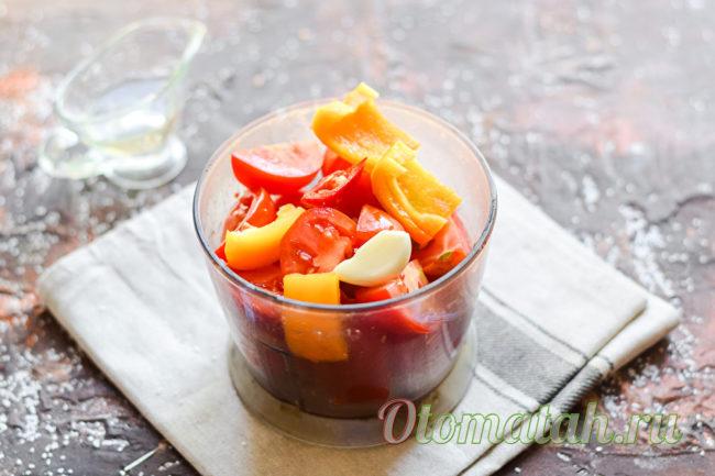 овощи в чаше блендера