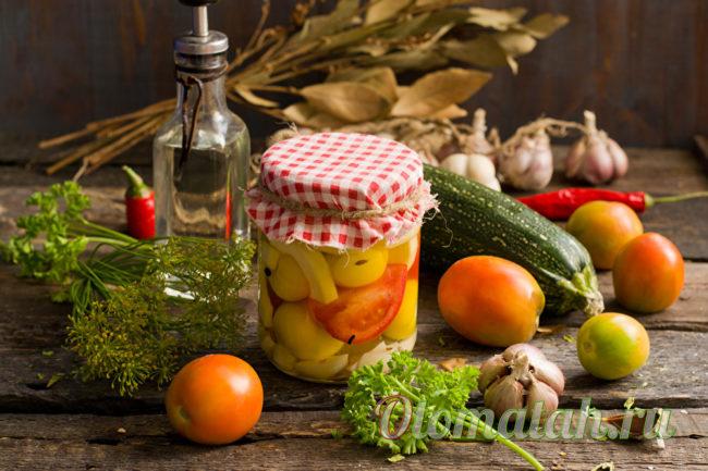 заготовка из кабачков и томатов