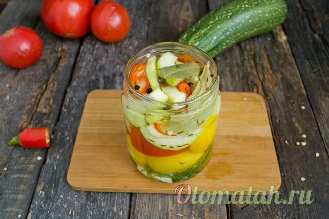 заливаем овощи маринадом