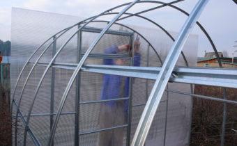 Оцинкованный профиль для теплицы из поликарбоната: прочность, отзывы, фото
