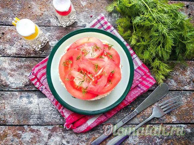 слоеный салат с томатами и грибами