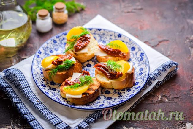 добавляем вяленые томаты