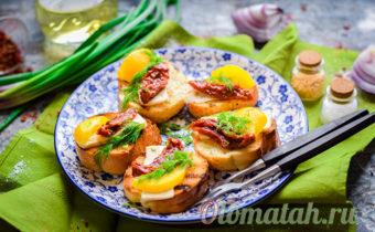 Брускетта с вялеными помидорами