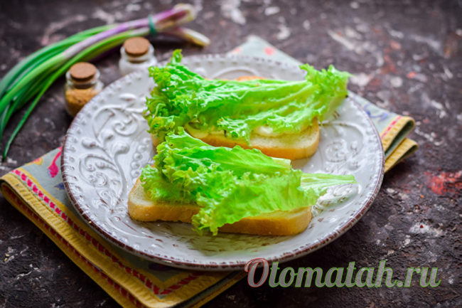 кладем листик салата