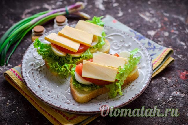 кладем ломтики сыра