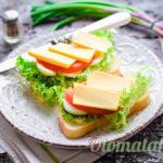 Бутерброды с томатами и сыром