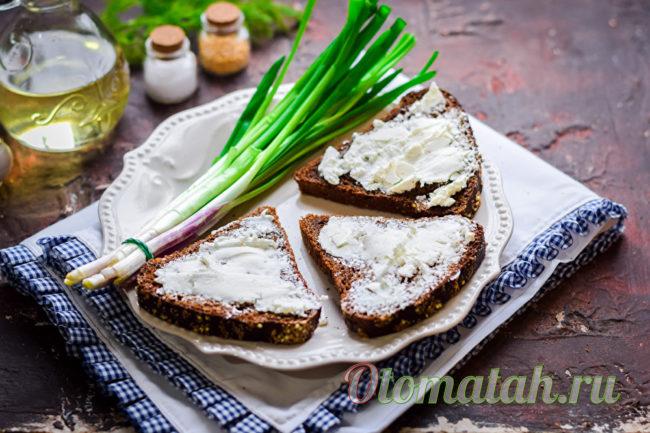 наносим творожный сыр