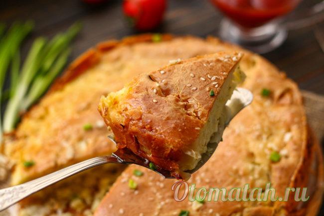 кусочек пирога с капустой