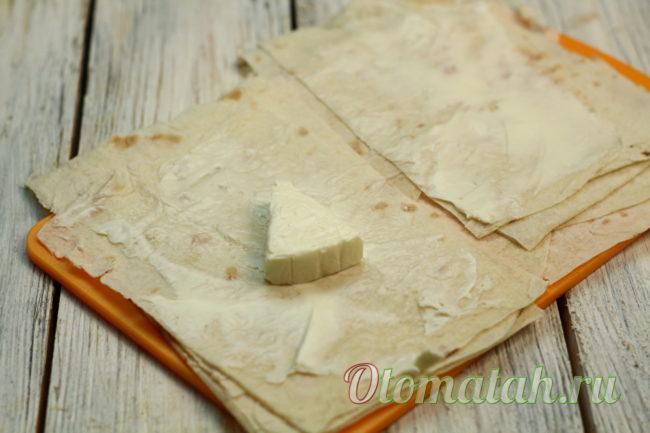 смазать сыром