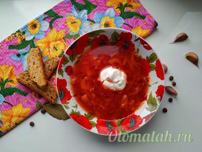 борщ на курином бульоне с маринованными помидорами