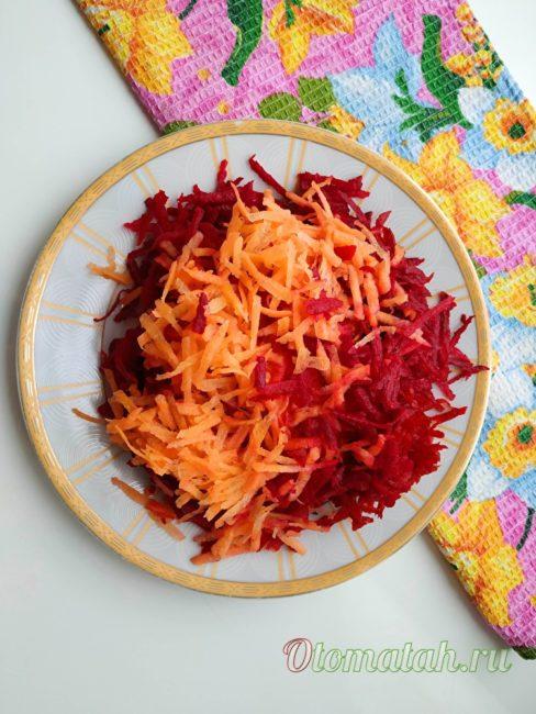 нарезать морковь и свеклу
