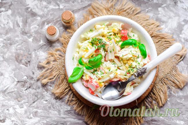 салат из крабовых палочек кукурузы и капусты