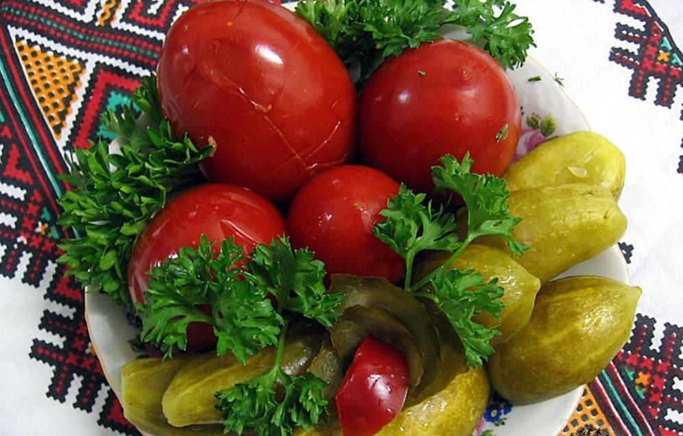 Польза и вред маринованных помидоров и огурцов