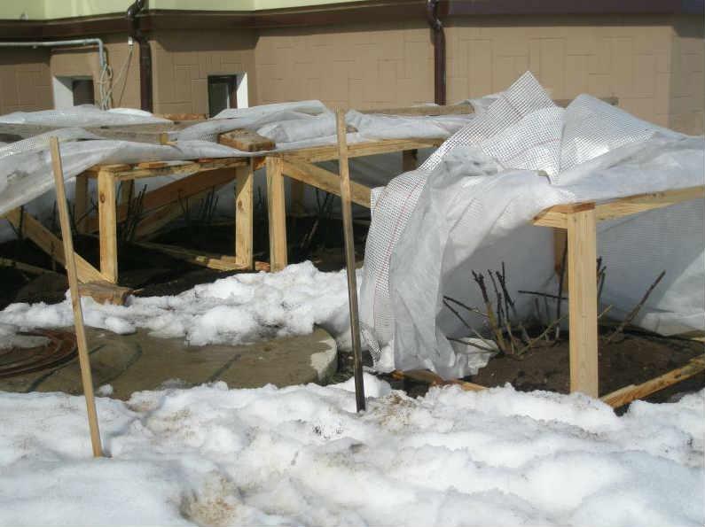 Уборка укрытий после зимы