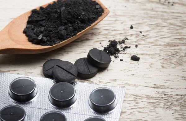 способы применения активированного угля на даче