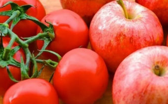 Как яблоки помогают в созревании томатов